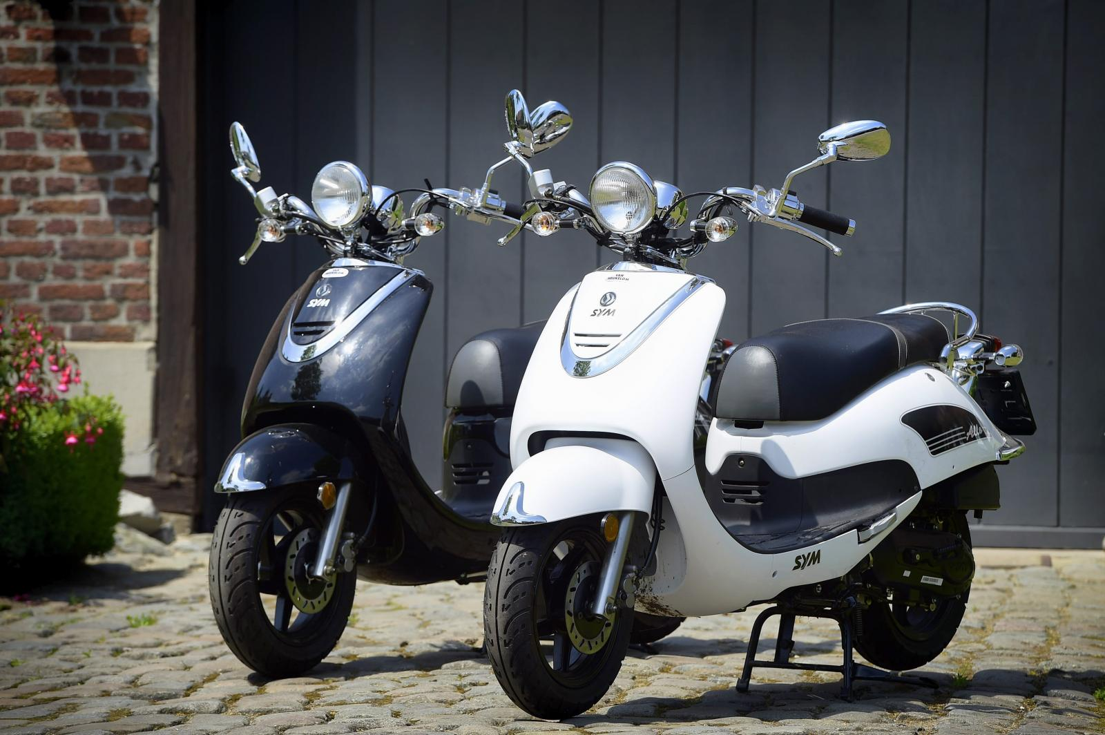 Vespas & bikes to rent